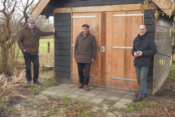 Leden van de werkgroep voor de schuur,  van links naar rechts Hans Hofman, Marten Westra en Johan ten Dam