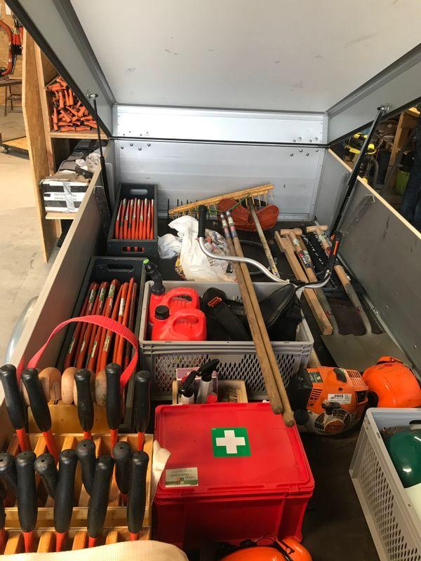 Inhoud van de gereedschapskar. Klaar voor gebruik.